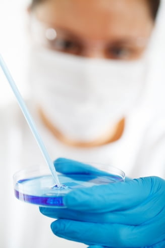 Un virus extrem de periculos se dovedeste eficient intr-un tip de cancer letal