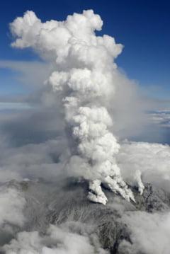 Un vulcan a erupt brusc in Japonia: Un mort si 30 de raniti, autoritatile sunt in alerta