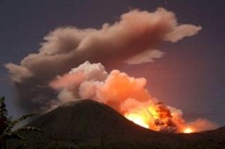 Un vulcan a erupt in Indonezia