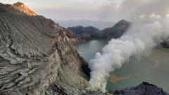 Un vulcan din Indonezia a emanat gaze toxice: Zeci de victime au ajuns la spital
