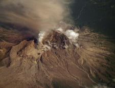 Un vulcan erupe in Kamceatka, traficul aerian este perturbat