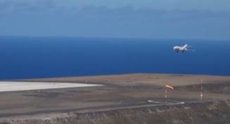Una din cele mai izolate insule din lume are de acum aeroport si primeste curse saptamanale. Dar cine sa vina in vizita?