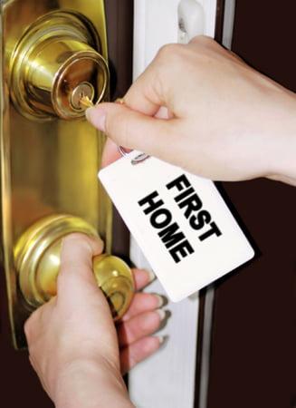 Una din zece persoane care au luat o casa pe credit nu mai are bani de rate