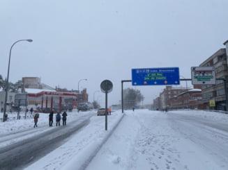 Una dintre cele mai grele ierni din Spania ultimilor zeci de ani. Guvernul trimite convoaie cu alimente si vaccin anti-COVID in zonele afectate