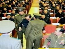 Unchiul dictatorului din Coreea de Nord este luat de garzi in uniforma