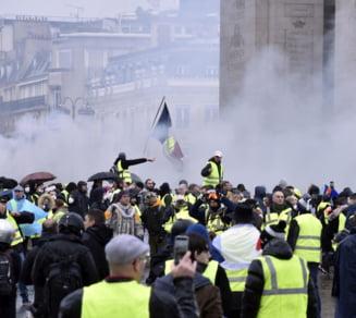 Unde greseste Macron si ce se ascunde in spatele scenelor de razboi din Paris