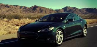 Unele automobile Tesla ar accelera singure, chiar si daca sunt oprite - autoritatea din SUA analizeaza incidentele