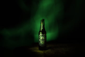 Ungaria e in razboi cu Heineken: Acuza compania ca foloseste un simbol al comunismului, steaua rosie