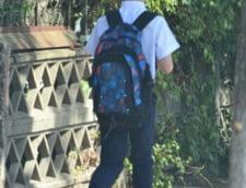 Uniforma obligatorie in scoli? Lege noua pentru ca fetitele care poarta fuste scurte atrag privirile baietilor