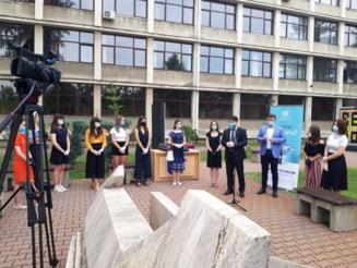 Universitatea de Vest Timisoara i-a premiat pe absolventii de nota 10 la bacalaureat