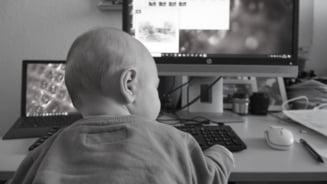 Unul din doi angajati romani cu copii lucreaza in continuare cu greu de acasa - sondaj