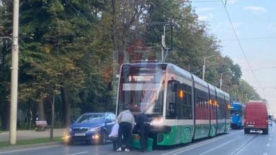 Unul din tramvaiele care a costat peste 2 milioane de euro, avariat într-un accident la scurt timp după ce a fost scos pe străzile Iașiului
