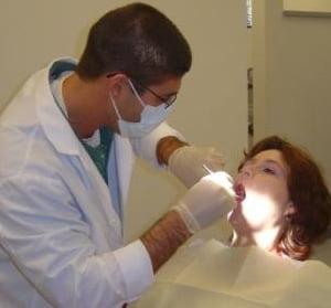 Unul din trei romani nu-si permite sa mearga la dentist - Studiu