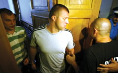 Unul dintre fiii primarului din Deta, condamnat la inchisoare cu executare in 2013, a fost arestat preventiv dupa ce a lovit si lipsit de libertate un tanar