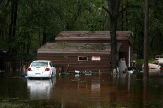 Uraganul Florence face ravagii in SUA: 12 morti, drumuri inchise, mii de oameni evacuati (Foto&Video)