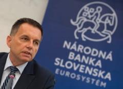 Uriaș scandal de corupție în Slovacia. Guvernatorul Băncii Centrale, acuzat că a fost cărăușul unei șpăgi de 50.000 de euro