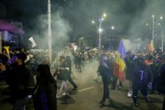 Urmarile protestelor violente din Bucuresti fata de noile restrictii: 14 oameni au fost arestati preventiv