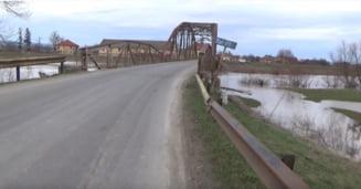 """Urmatoarele lucrari pregatite la CJ: podul de la Podu Olt din 1915, cel peste Vulcanita, din 1973, si drumul localitatile """"surori"""" Vistea"""