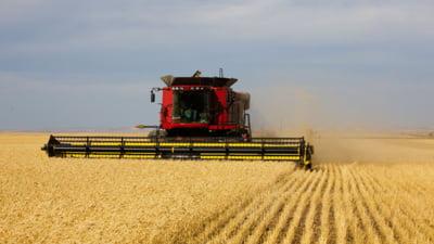 Utilajele agricole de mare tonaj vor circula din nou pe sosele