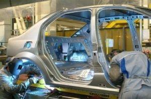 Uzinele Dacia isi intrerup productia (Video)