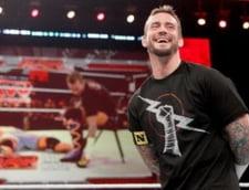 VECHE, E DE LUNI Un fan nevinovat snopit in bataie de un luptator de wrestling (Video)