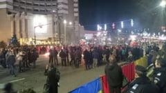VIDEO. Revolutionarii au blocat centrul Bucurestiului. Manifestari si la Cluj