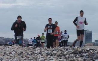 VIDEO 400 oameni au participat la Maratonul Nisipului. Cea mai mare competitie de alergare pe plaja din Europa a avut loc la Mamaia