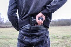 VIDEO A fost perchezitionata locuinta barbatului suspectat ca a intrat intr-o banca din Bucuresti cu un pistol fals, cerand bani
