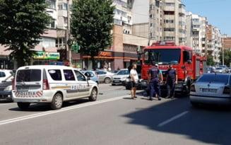 VIDEO Accident pe un bulevard din Buzau, din cauza imprudentei unei soferite de 74 de ani