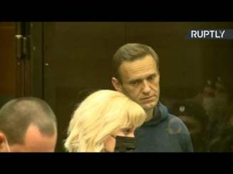 """VIDEO Alexei Navalnii a fost condamnat la inchisoare cu executare. Cuvintele adresate sotiei Iulia in sala de judecata: """"Nu fi trista, totul va fi bine!"""""""