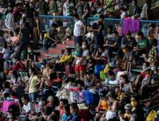 VIDEO Aproape 10.000 de oameni, inghesuiti pe un stadion pentru a fi testati