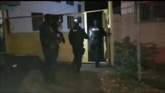 VIDEO Aproximativ 100 de politisti fac perchezitii in Bucuresti si cinci judete, la persoane banuite de spalare de bani si evaziune fiscala