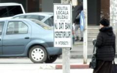 VIDEO Au venit de la Ploiesti, cu autoturismul proprietate personala, ca sa cerseasca in centrul Buzaului