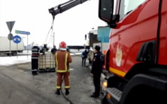 VIDEO Autostrada A3, blocata pe un sens. Un container plin cu soda a cazut dintr-o remorca in mijlocul drumului