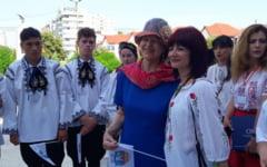VIDEO Baroneasa Emma Nicholson, prezenta la Slatina pentru a promova voluntariatul. Lectia care i-a lasat pe cei prezenti cu ochii in lacrimi