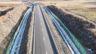 VIDEO CNAIR lanseaza licitatia pentru ecologizarea gropii de gunoi prin care trece Autostrada A10 Sebes-Turda. Valoarea estimata este de peste 143 milioane de lei