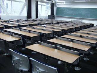 "VIDEO Cimpeanu sustine ca scoala ""trebuie adaptata realitatii romanesti"": ""Daca sunt banci de 2 elevi, vor sta 2 elevi in banca"""