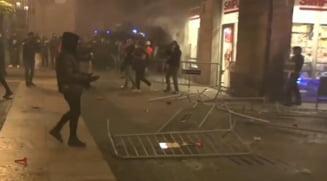 VIDEO Ciocniri violente intre politistii din Barcelona si protestatarii nemultumiti de noile restrictii impuse pentru combaterea pandemiei