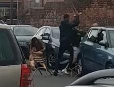 VIDEO Clanurile de romi din Sheffield s-au luat la bataie in plina strada cu bate si ciocane. Totul a pornit de la o petrecere