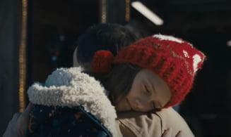 VIDEO Coca-Cola a lansat reclama traditionala de Sarbatori si produce emotie in jurul lumii. Cadoul neasteptat pe care o fetita i-l cere lui Mos Craciun