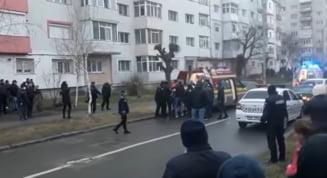 VIDEO Continua ancheta in cazul tragediei de la Onesti, unde doi muncitori au fost tinuti ostatici apoi ucisi de cel care-i sechestrase
