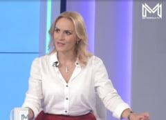 """VIDEO Cum a decurs primul interviu al Gabrielei Firea la televiziunea Primariei Voluntari. Moderator: """"Nu vreau sa va necajiti, dar e evident ca Guvernul asta nu va iubeste"""""""