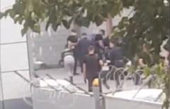 """VIDEO Cum sunt batuti cu salbaticie protestatarii arestati in Bielorusia. """"Politia ii pune cu fata la zid si-i loveste violent. E fascism pur"""""""