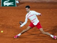 VIDEO Djokovic a lovit din nou cu mingea in cap un arbitru de linie. Incidentul filmat la Roland Garros