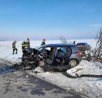 VIDEO Doi oameni au murit in urma unui accident rutier foarte grav produs in Teleorman. Doua masini s-au ciocnit frontal