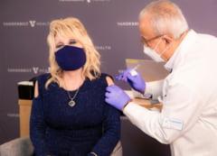 "VIDEO Dolly Parton s-a vaccinat anti-Covid cu Moderna, pentru care a donat 1 milion de dolari. Cantareata a adaptat piesa ""Jolene"""