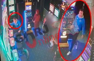 """VIDEO Dosar penal pentru un tanar care a spart 11 aparate de """"pacanele"""" intr-o singura noapte"""