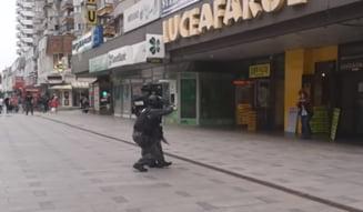 """VIDEO Exercitiul de imagine in care """"mascatii"""" din Bacau au salvat un ostatic. Diferenta dintre joaca """"de-a ostaticii"""" si realitate"""