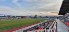 """VIDEO FOTO - Gazon nou pe stadionul """"Municipal"""" - A fost montata si nocturna"""