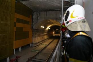 VIDEO FOTO Metroul din Drumul Taberei. Pompierii verifica echipamentele din statii si tunelurile si ii invata pe angajati cum sa intervina in situatii de urgenta
